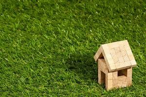 Grundstücke und Immobilien