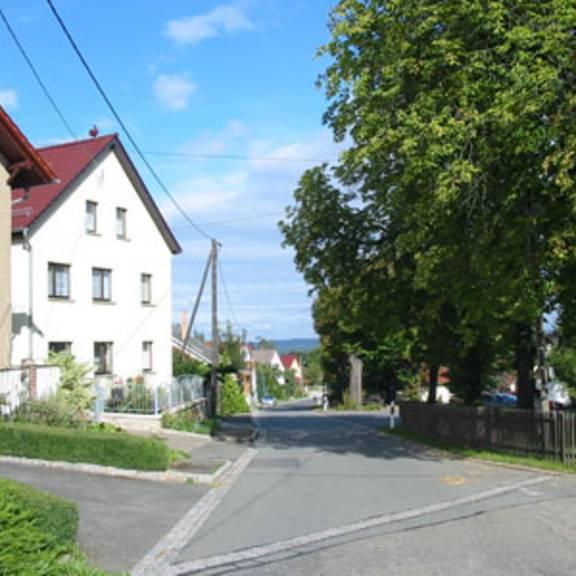 Straße in das Zentrum der Mitgliedsgemeinschaft