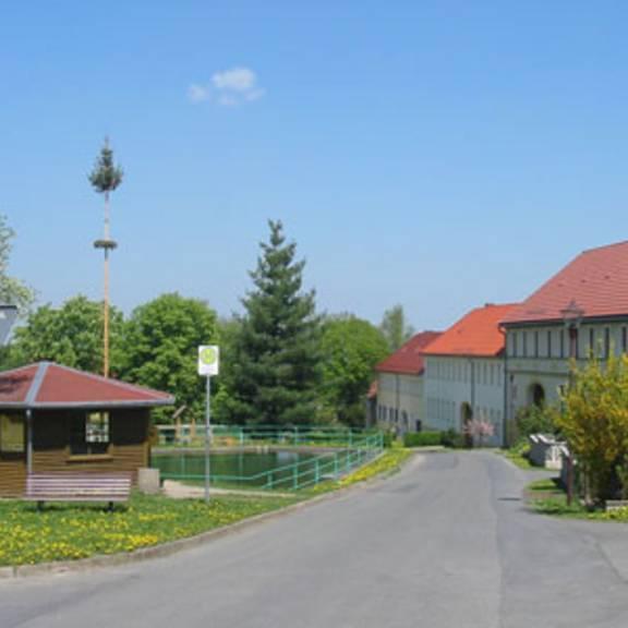 Verbindungstraße in die Ortschaft